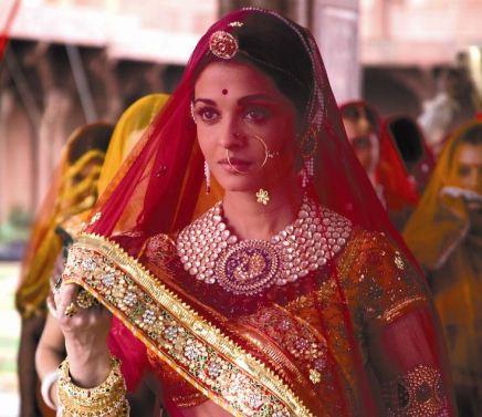 aishwarya-rai-rajasthani-bride-red-saree-jewelry-kundan-net-lehenga-jodhaa-akbar-maarwadi.jpg